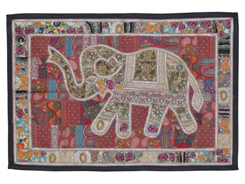 Patchworková tapiserie z Rajastanu, ruční práce, slon, vínová 152x104cm