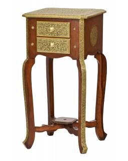 Noční stolek z mangového dřeva zdobený mosazným kováním, 39x39x76cm