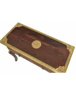 Stolek z mangového dřeva zdobený mosazným kováním, 86x40x75cm