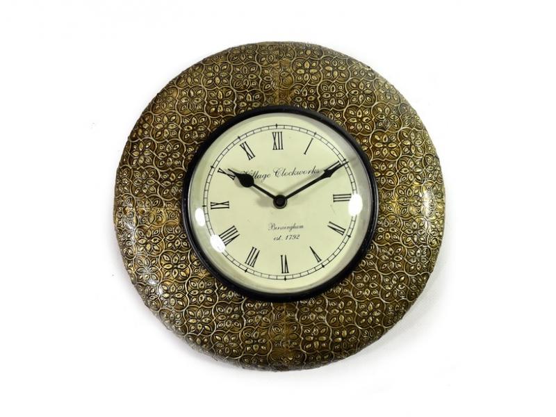 Nástěnné hodiny, tepaná mosaz, květinový motiv, prům. 32cm