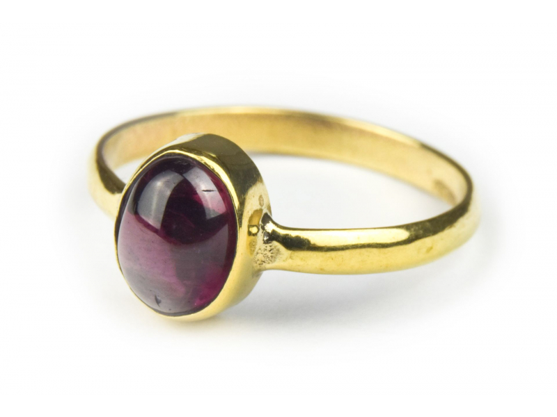 Prsten vykládaný almandinem, postříbřený (10µm)