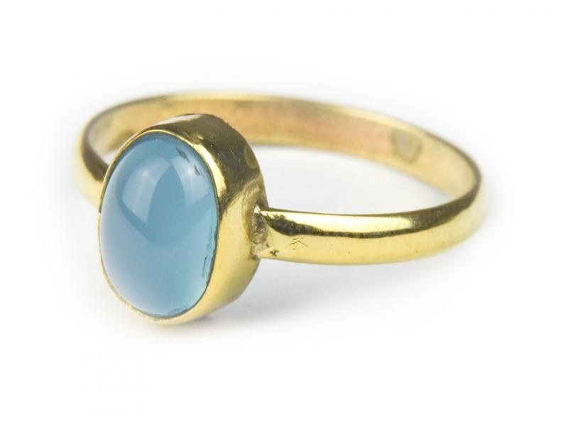 Prsten vykládaný chalcedonem, postříbřený (10µm)