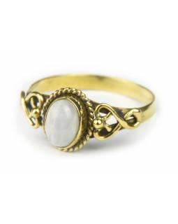 Prsten s polodrahokamem, měsíční kámen 8mm, postříbřený (10µm) zdobený