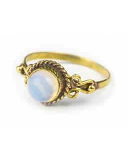 Prsten s polodrahokamem, opalit 7mm, kulatý, zdobený, postříbřený (10µm)