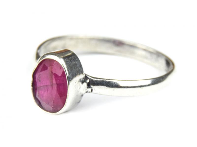 Prsten s polodrahokamem, rekonstruovaný rubín 9mm, broušený, postříbřený (10µm)