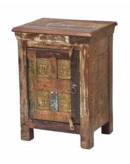 Komodka/noční stolek zdobený reliéfem Buddhy, 45x35x60cm