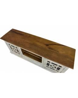 Komoda pod TV z mangového dřeva, prosklená dvířka, bílá patina, 160x43x63cm