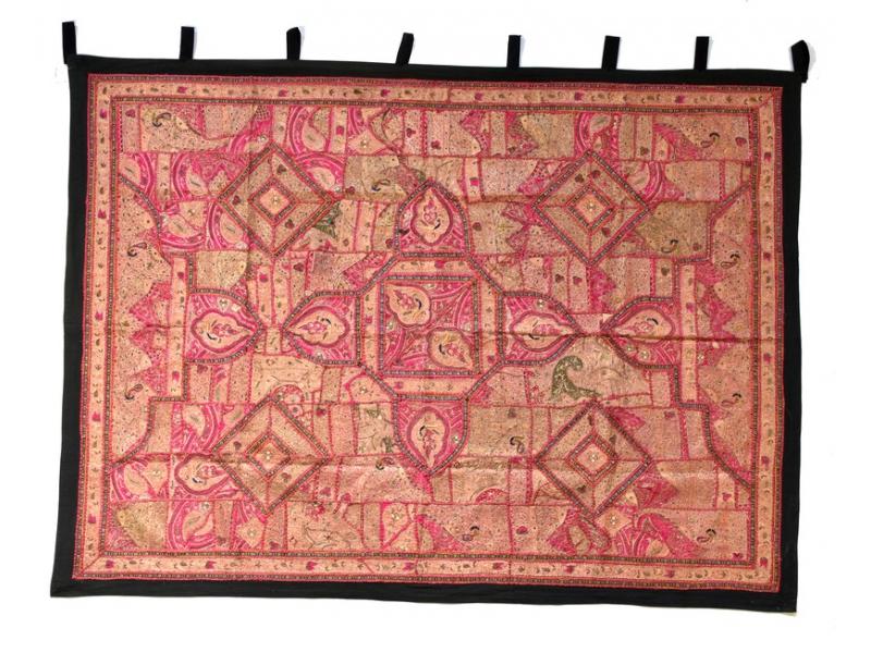 Červená patchworková tapiserie z Rajastanu, ruční práce, 156x202cm