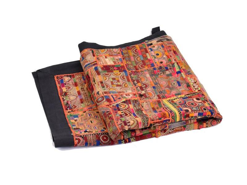 Červená patchworková tapiserie z Rajastanu, ruční práce, 132x184cm