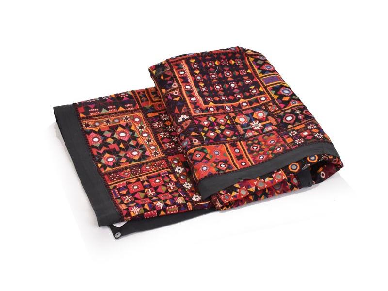 Červená patchworková tapiserie z Rajastanu se zrcátky, ruční práce, 106x152cm