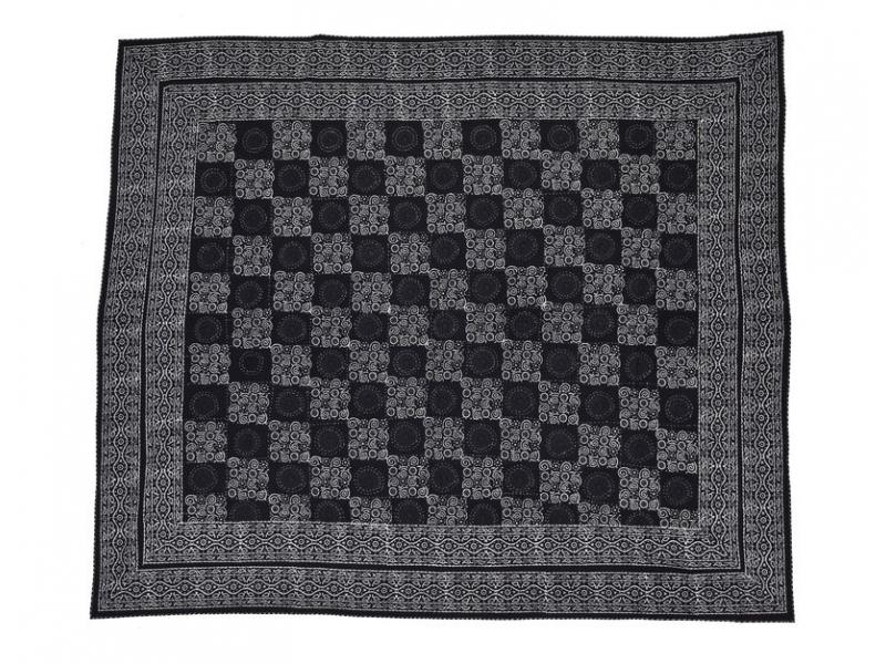 Černý přehoz na postel s bílým tiskem, prošívaný, 265x225cm