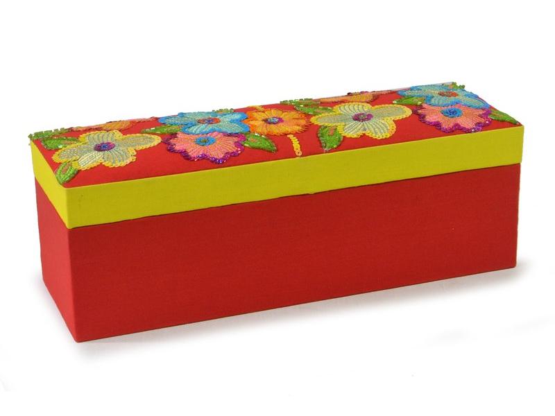 Ručně vyšívaná šperkovnice, červeno-žlutá s květinami a flitry, 31x11x10,5cm