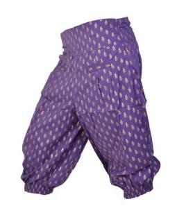 Fialové tříčtvrteční kalhoty se zlatým potiskem, kapsy a elastický pas