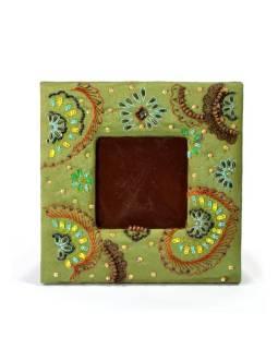 Ručně vyšívaný rámeček na fotografii, zelený s korálky a flitry, 19x19cm