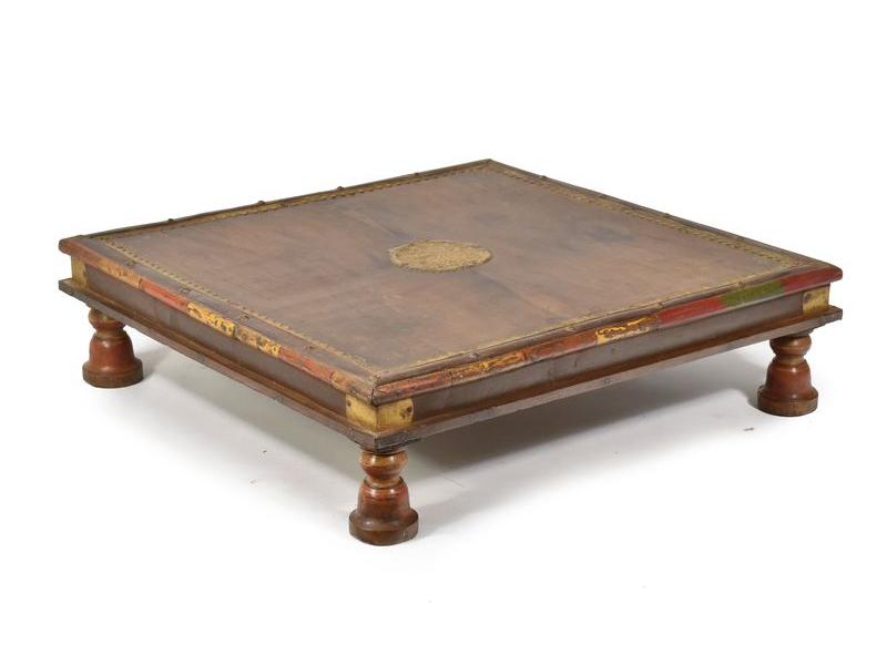 Stolek z antik teakového dřeva, mosazné kování, 59x59x16cm