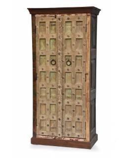 Skříň z antik teakového dřeva, železné kování,  90x50x188cm