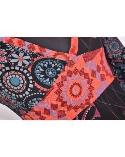 Černo-červené šaty s dlouhým rukávem, mix potisků a výšivka, V výstřih