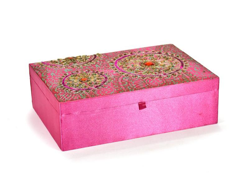 Ručně vyšívaná šperkovnice, růžová s mandalami, korálky a flitry, 25,5x17x8cm