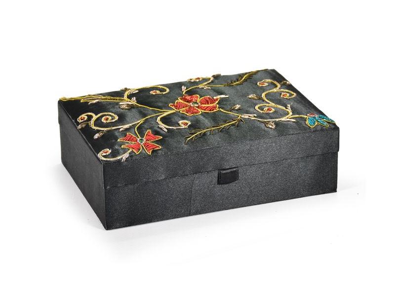 Ručně vyšívaná šperkovnice, černá s květinami, 18x13x5,5cm