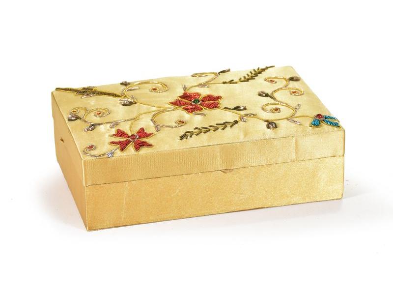 Ručně vyšívaná šperkovnice, béžová s květinami, 18x13x5,5cm