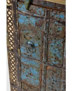 Skříňka ze starého teakového dřeva, železné kování, 44x39x69cm