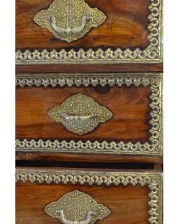 Šuplíková komoda z palisandrového dřeva zdobená mosazným kováním, 75x41x145cm