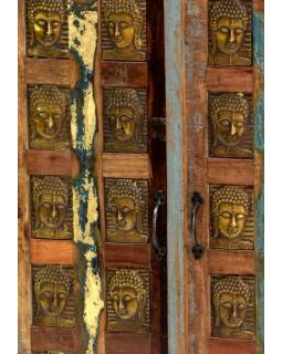 Komoda z antik teakového dřeva, zdobená mosaznými Buddhy, 77x40x103cm