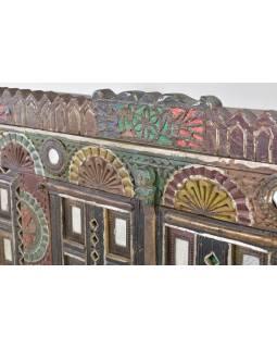 Antik komoda na nožičkách, železné kování, 147x43x142cm