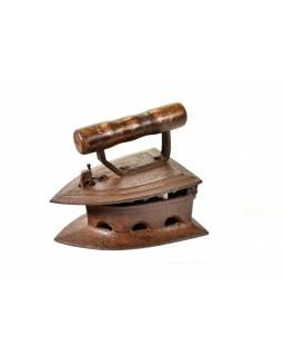 Malá antik žehlička z Gujaratu s dřevěnou rukojetí, 20x14x18cm