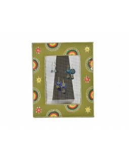 Věšáček na náušnice v ručně vyšívaném rámečku, khaki s výšivkou, 24x29cm