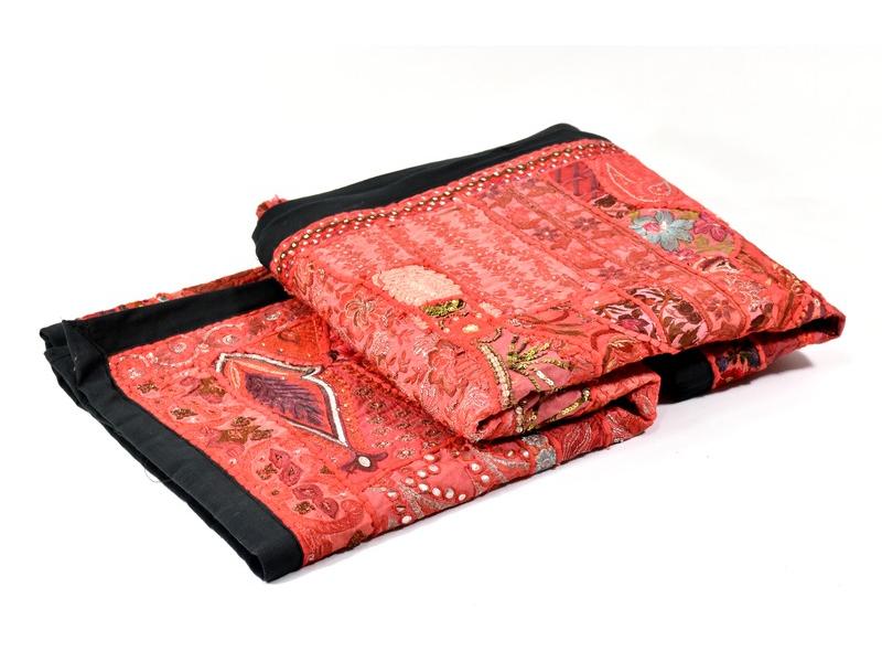 Červená patchworková tapiserie z Rajastanu, ruční práce, 107x150cm