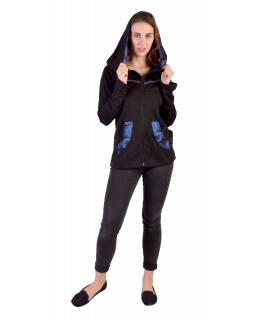 Černo-tyrkysová mikina s kapucí zapínaná na zip, kapsy, potisk a výšivka