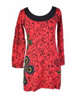 Červené šaty s dlouhým rukávem, květinový celotisk, výšivka
