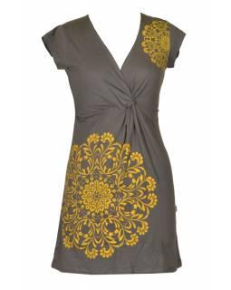 Krátké šedo-žluté šaty s potiskem mandaly, krátký rukáv, V výstřih