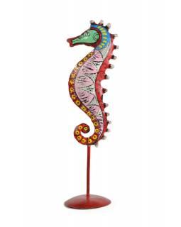 Ručně malovaný svícen mořský koník - růžový, tepaný kov, malý, 8x8x29cm