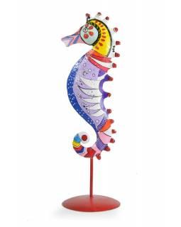 Ručně malovaný svícen mořský koník - sv.fialový, tepaný kov, střední 10x10x36cm