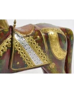 Soška koně, dřevěná, ručně malovaná, mosazné kování, 35x40cm