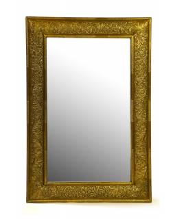 Zrcadlo v dřevěném rámu zdobené mosazným plechem, 60x90x4cm