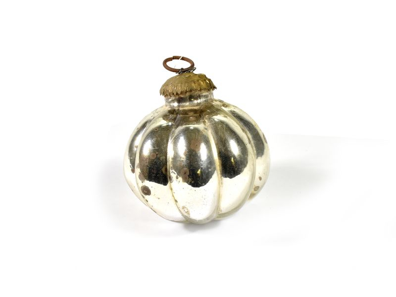 Skleněná vánoční ozdoba, tvar dýně, bílá, 8x8cm