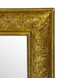 Zrcadlo v dřevěném rámu zdobené mosazným kováním, 45x60x4cm