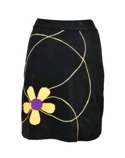 Krátká černá sametová sukně, aplikace barevné květiny