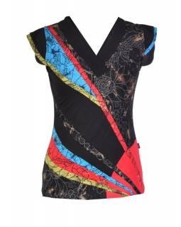 Černé tričko s krátkým rukávem a multibarevným designem