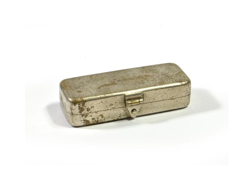 Malá mosazná antik krabička, 8x3cm