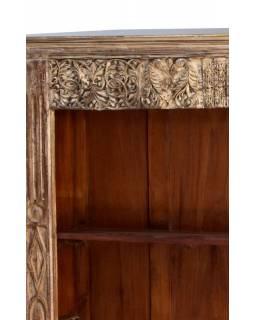 Knihovna z antik teakového dřeva, ruční řezby, bílá patina, 149x44x184cm